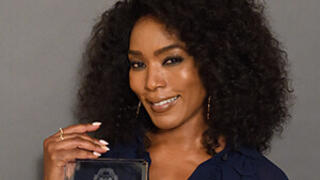 Angela Bassett poses with her Yale Undergraduate Lifetime Achievement Award.